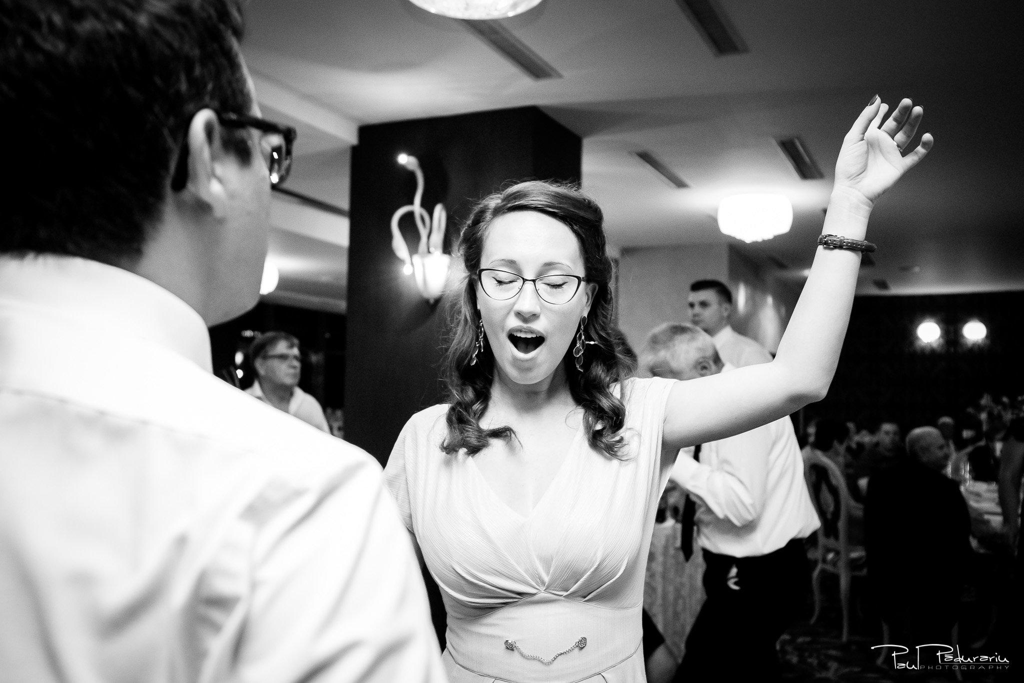 Nunta la Pleiada Iasi Alexandra si Vlad dans invitati petrecere 5 www.paulpadurariu.ro © 2017 Paul Padurariu fotograf de nunta iasi