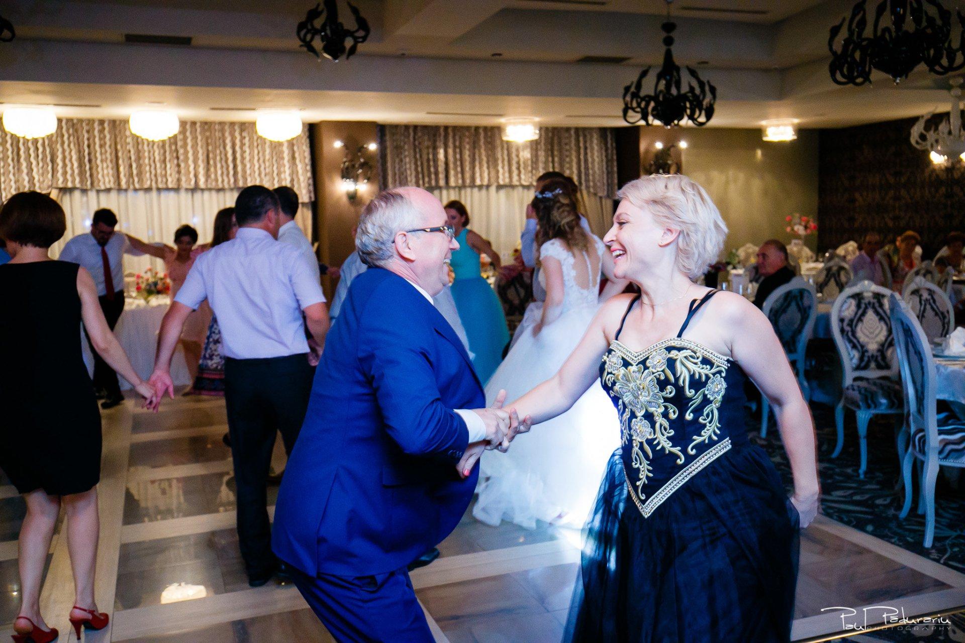 Nunta la Pleiada Iasi Alexandra si Vlad dans invitati petrecere 1 FotoShock www.paulpadurariu.ro © 2017 Paul Padurariu fotograf de nunta iasi
