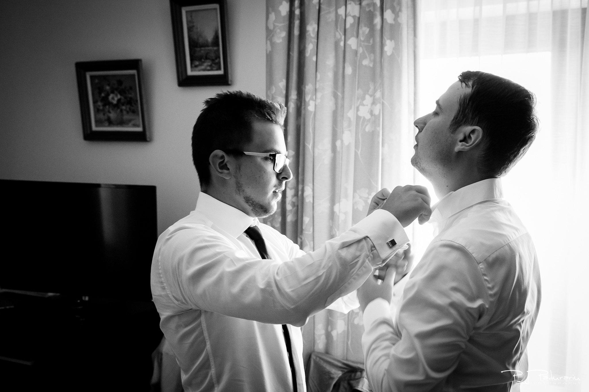 Alexandra si Vlad pregatiri nunta pleiada fotograf profesionist nunta iasi www.paulpadurariu.ro © 2017 Paul Padurariu imbracat miri