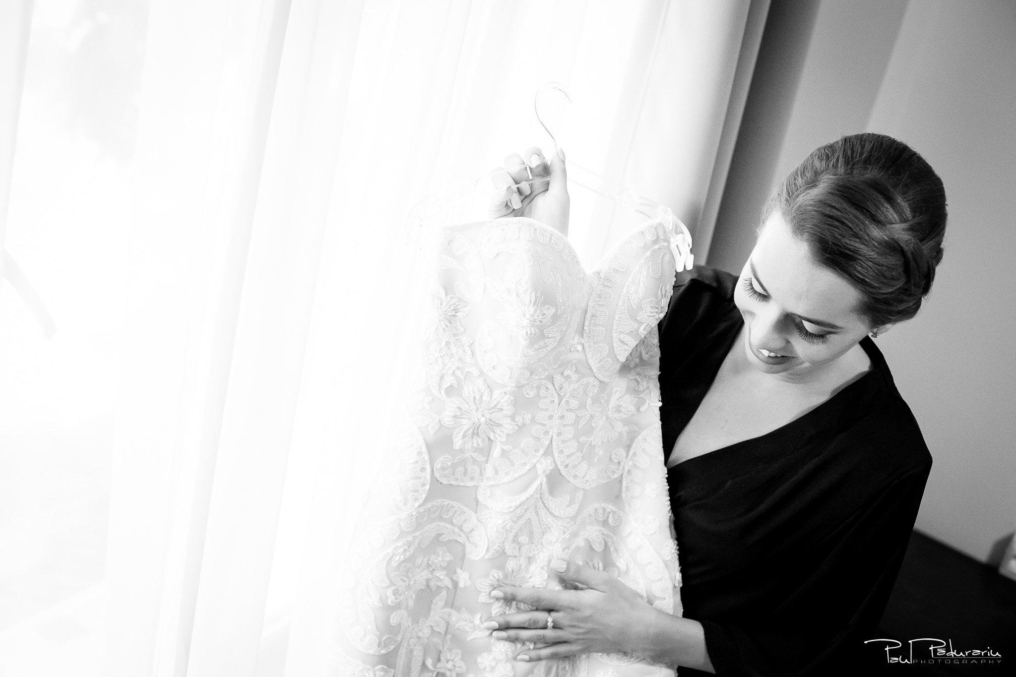 Roxana si Silviu Nunta Hotel Eden Iasi - cadru mireasa si rochie - fotograf profesionist nunta www.paulpadurariu.ro © 2017 Paul Padurariu