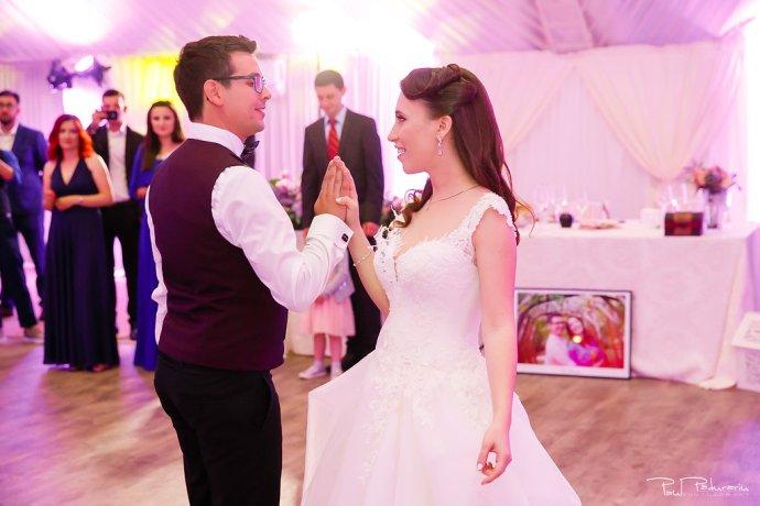 Ioana si Adi nuntă la Elysium Iași dansul mirilor www.paulpadurariu.ro fotograf nunta Iasi Paul Padurariu 1