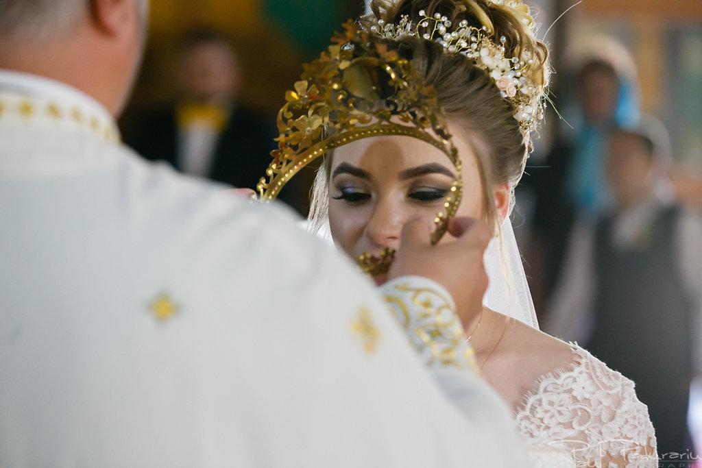 georgiana si daniel cununia religioasa biserica sf iulian din tars fotograf nunta iasi paul padurariu pregatiri miri www.paulpadurariu.ro 10