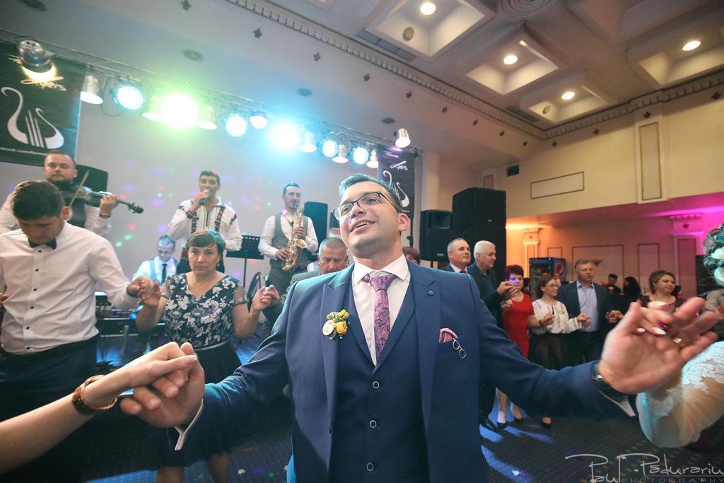 Georgiana si Daniel dansul mirilor nunta la Grand Hotel Traian Iasi paul padurariu pregatiri miri www.paulpadurariu.ro 16