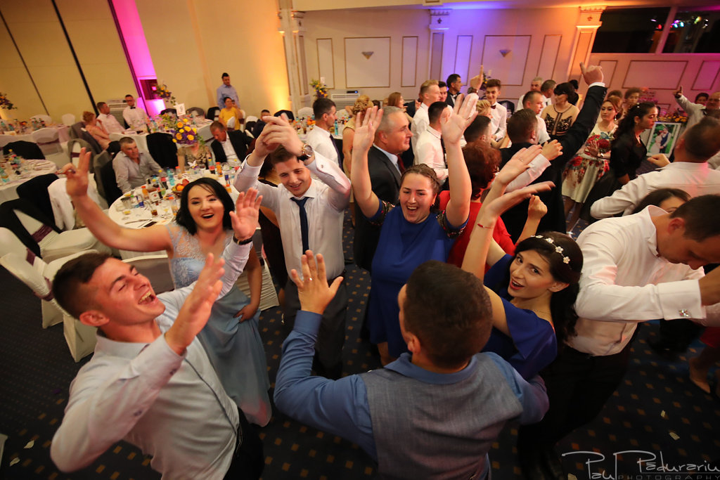 Georgiana si Daniel dansul mirilor nunta la Grand Hotel Traian Iasi paul padurariu pregatiri miri www.paulpadurariu.ro 23