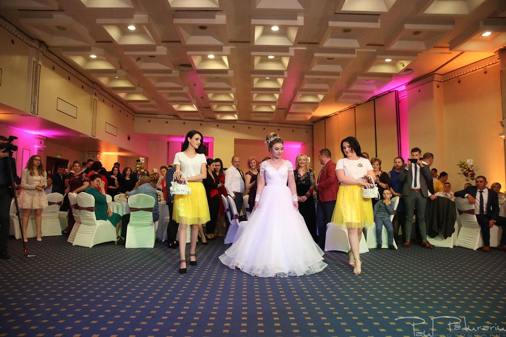 Georgiana si Daniel dansul mirilor nunta la Grand Hotel Traian Iasi paul padurariu pregatiri miri www.paulpadurariu.ro 1