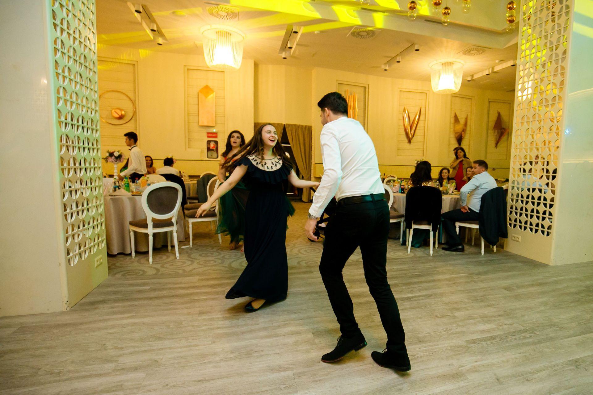 Larisa si Vlad - Nunta la Unirea - fotograf nunta iasi   fotograf profesionist Paul Padurariu 10