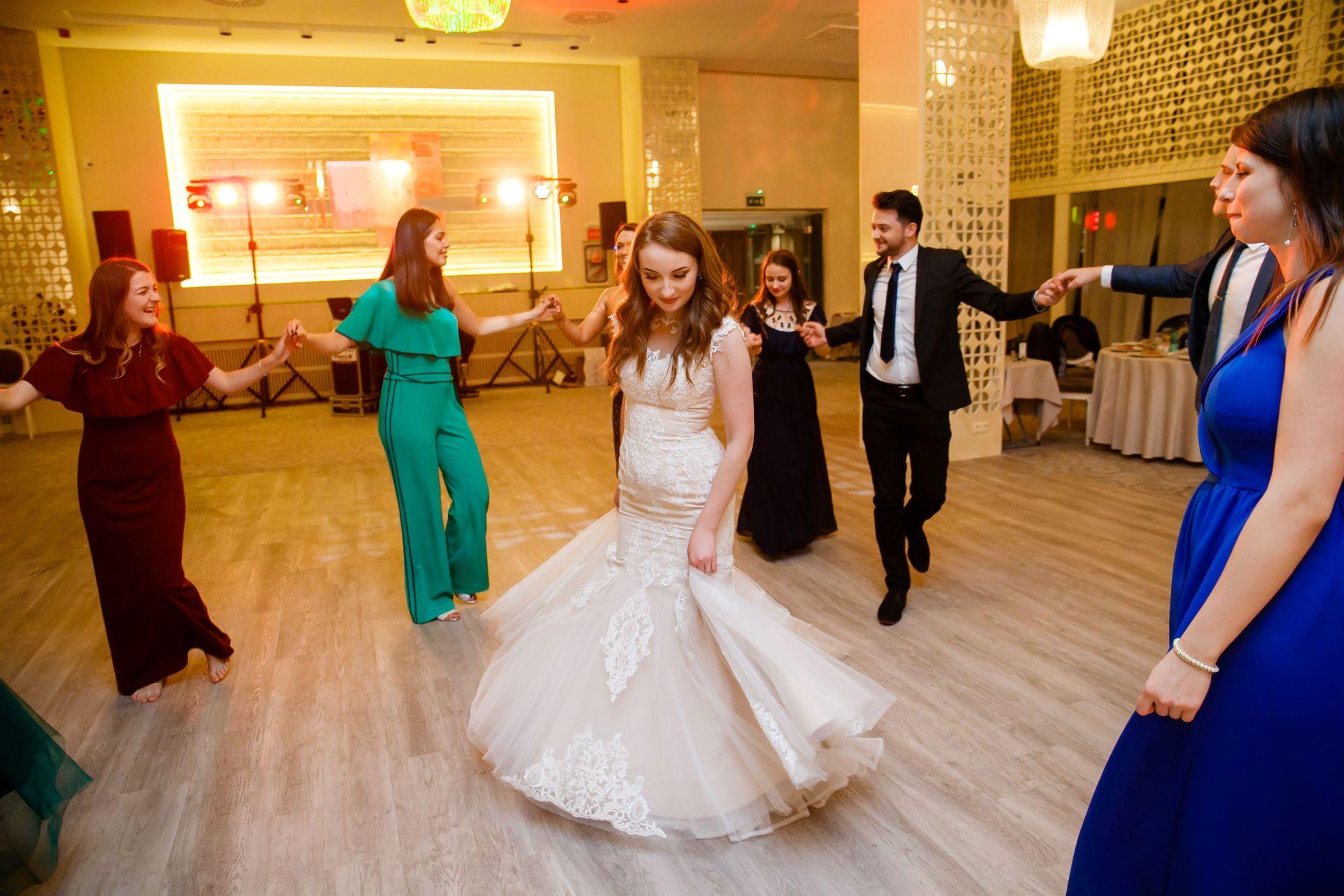 Larisa si Vlad - Nunta la Unirea - fotograf nunta iasi | fotograf profesionist Paul Padurariu