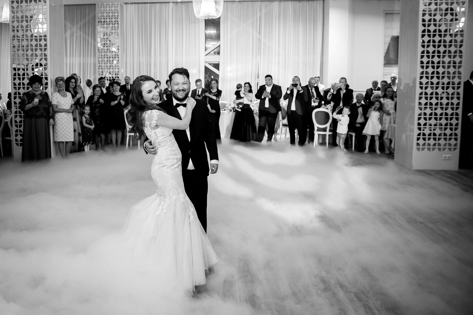 Larisa si Vlad - Nunta la Unirea - fotograf nunta iasi   fotograf profesionist Paul Padurariu 21