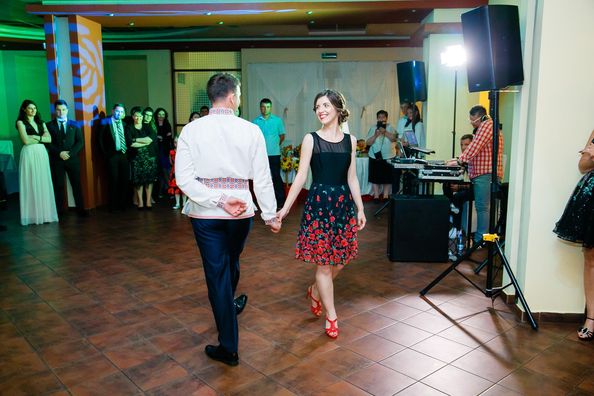 Nuntă tradițională Elisabeta și Alexandru fotograf profesionist nunta Iasi www.paulpadurariu.ro © 2018 Paul Padurariu fotograf de nunta Iasi moment artistic miri 3