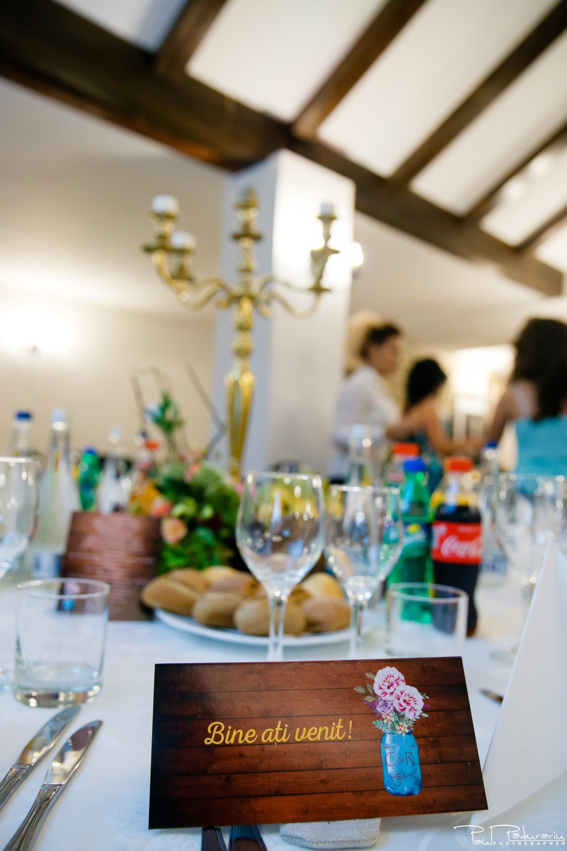 Cristina si Razvan nunta rustica la Bellaria decoratiuni nunta Iasi Racemi Design fotograf profesionist nunta www.paulpadurariu.ro © 2017 Paul Padurariu