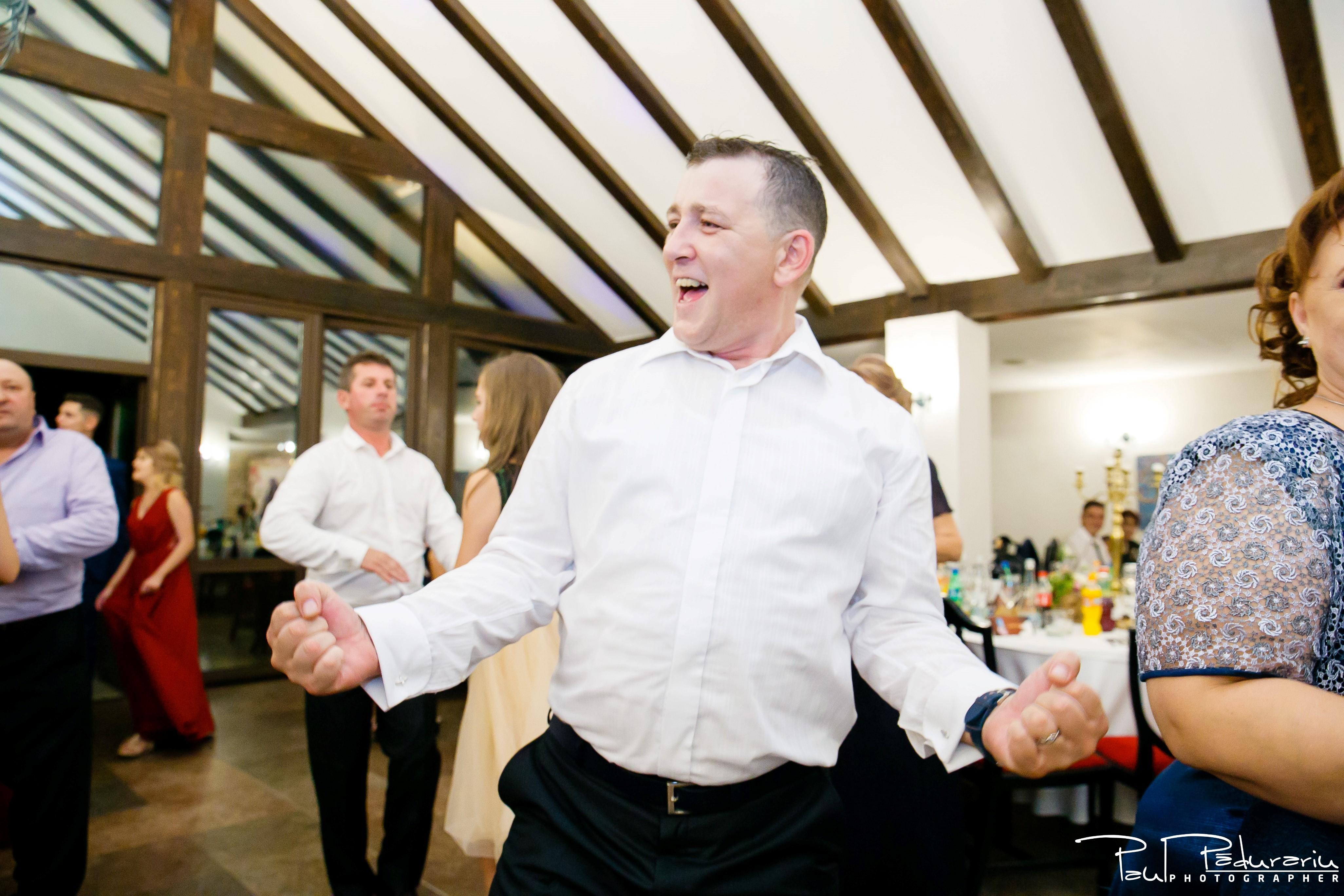 Cristina si Razvan nunta rustica la Bellaria Loja Domneasca petrecere nunta moment dans invitat fotograf profesionist nunta Iasi www.paulpadurariu.ro © 2017 Paul Padurariu