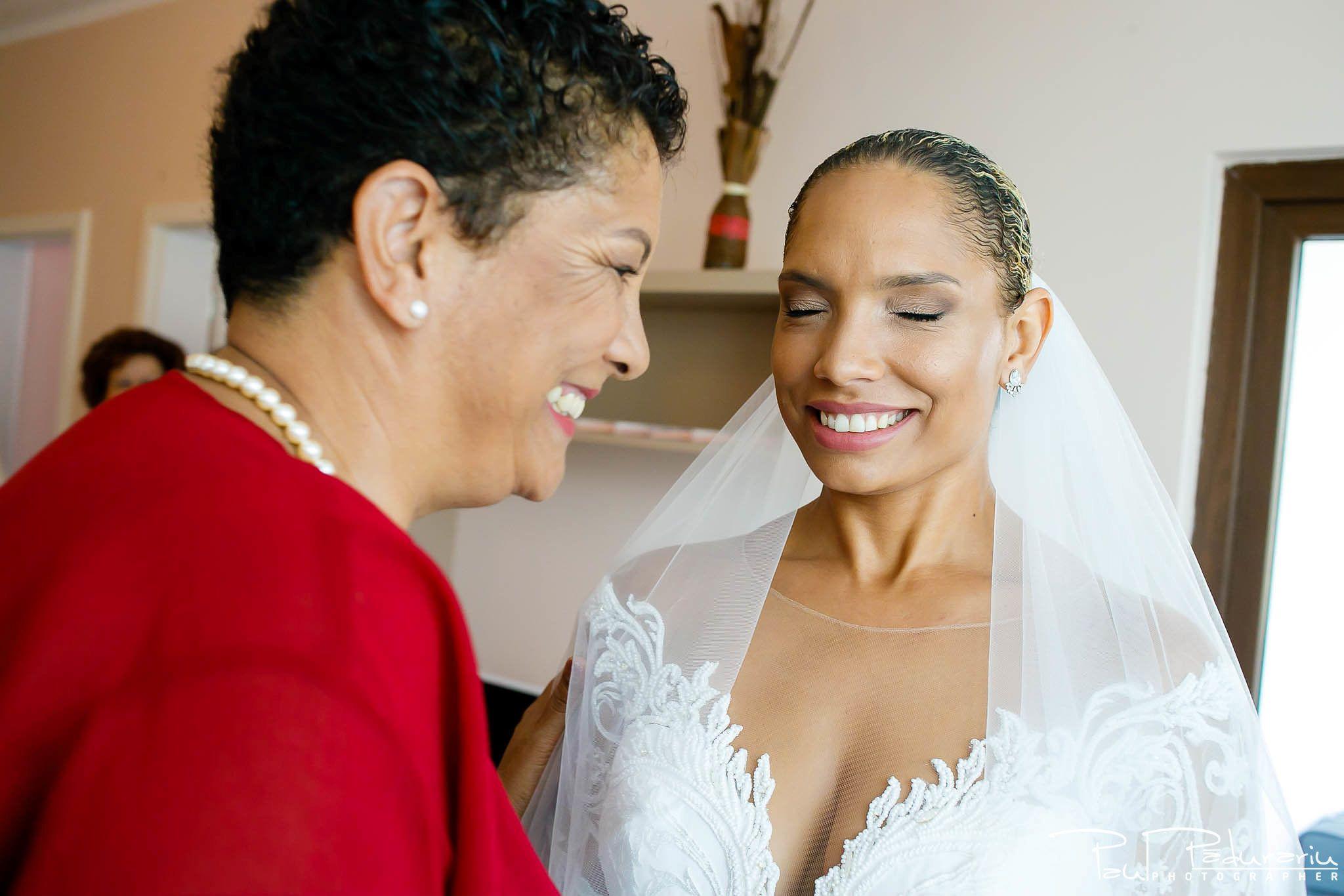 Andrei si Michaela - pregatiri miri | fotograf nunta Iasi Paul Padurariu 4