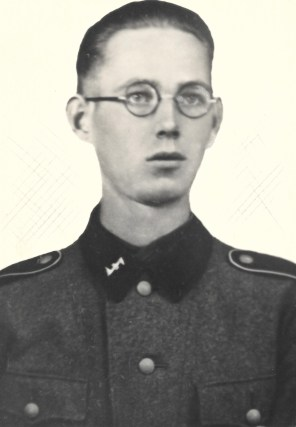 leo-in-uniform