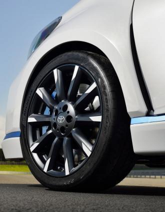 Toyota-Yaris-Hybrid-R-13