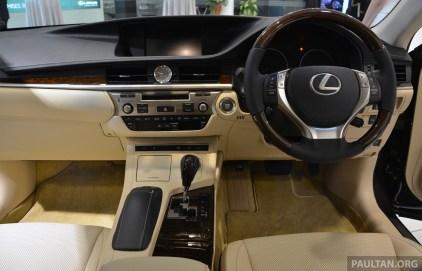 2013 Lexus ES 16