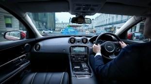 jaguar-land-rover-360-urban-virtual-ghost-car-4