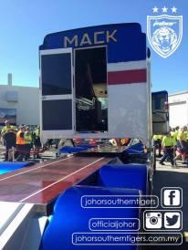 johor-mack-truck-0004