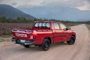 2015 Toyota HiLux 4x2 SR double cab V6