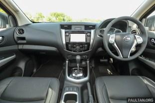 Nissan_NP300_Navara_Interior_26