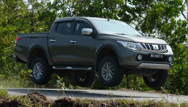 Mitsubishi-Triton-Drive-Lawas-04