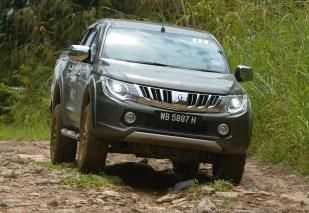 Mitsubishi-Triton-Drive-Lawas-15