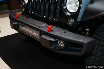 Jeep-Wrangler-Unlimited-Sahara-Batwrangler-9_BM