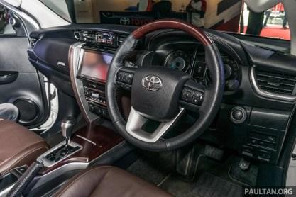 2016-Toyota-Fortuner-22