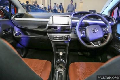 Toyota_Sienta-23