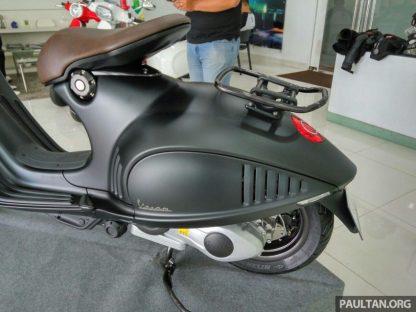 2016-Vespa-946-Emporio-Armani-20-850x638