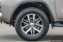 Toyota_Fortuner_Ext-16