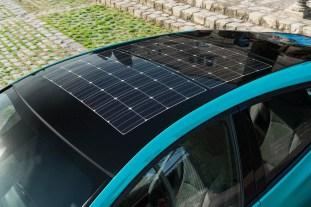 2017-prius-phv-aqua-solar-roof-detail-01