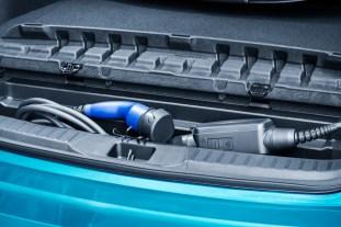 2017-prius-plug-in-hybrid-det-10