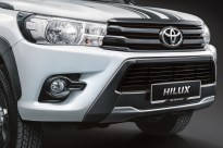 Hilux LE Grill