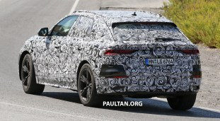 Audi Q8 spyshots with interior 9