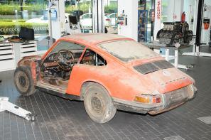 Porsche Musuem 1964 911-02
