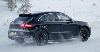 2018 Porsche Macan Facelift Spyshots-4