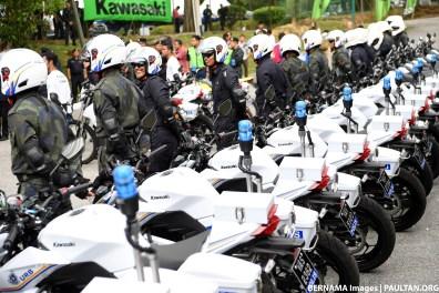 Malaysian-Police-Kawasaki-bikes-04 BM