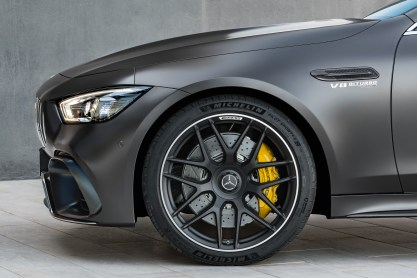 Mercedes-AMG GT 63 S 4MATIC+ 4-Türer Coupé, AMG Carbon-Paket, Exterieur: Außenfarbe: Graphitgrau magno, Rad: AMG Schmiederad im 7-Doppelspeichen-Design, Farbvariante schwarz;Kraftstoffverbrauch kombiniert: 11,2 l/100 km; CO2-Emissionen kombiniert: 256 g/km* (vorläufige Daten) Mercedes-AMG GT 63 S 4MATIC+ 4-Door Coupé, AMG Carbon-packet, Exterior: Exterior paint: graphite grey magno, Wheel: AMG Performance wheels in 7-double crossing design, colour variation black;Fuel consumption combined: 11,2 l/100 km; CO2 emissions combined: 256 g/km* (provisional data)