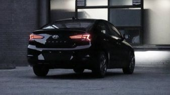 2019-Hyundai-Elantra-facelift-spotted-2-BM