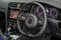 2018-Volkswagen-Golf-Mk7.5-drive-official-33_BM