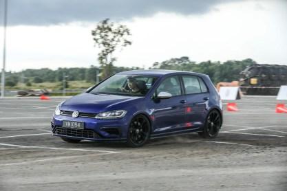 2018-Volkswagen-Golf-Mk7.5-drive-official-45_BM