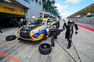 PROTON-WINS-S1K_TEAM-WORKING-TOGETHER-IN-WINNING-THE-RACE_BM