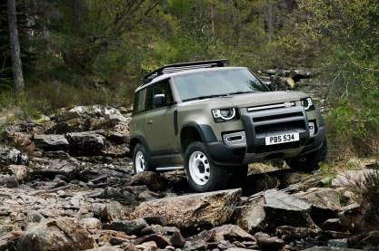 2020-Land-Rover-Defender-90_09_BM