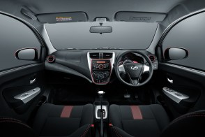 Interior_Dashboard-(1.0L-SE)