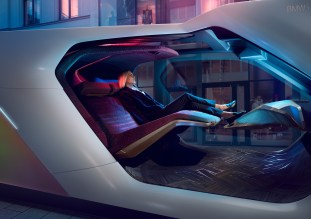 BMW i Interaction EASE-19
