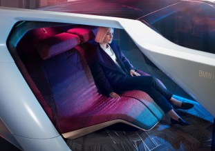 BMW i Interaction EASE-23