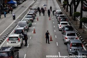 Police roadblock polis daytime Bernama
