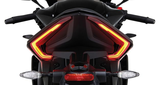 2020-GPX-Demon-GR200R-3 BM