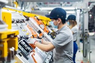Mercedes-Benz-EQC-battery-production_Kamenz