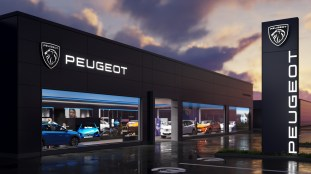 2021-Peugeot-New-Brand-Identity_Dealership_Night_BM